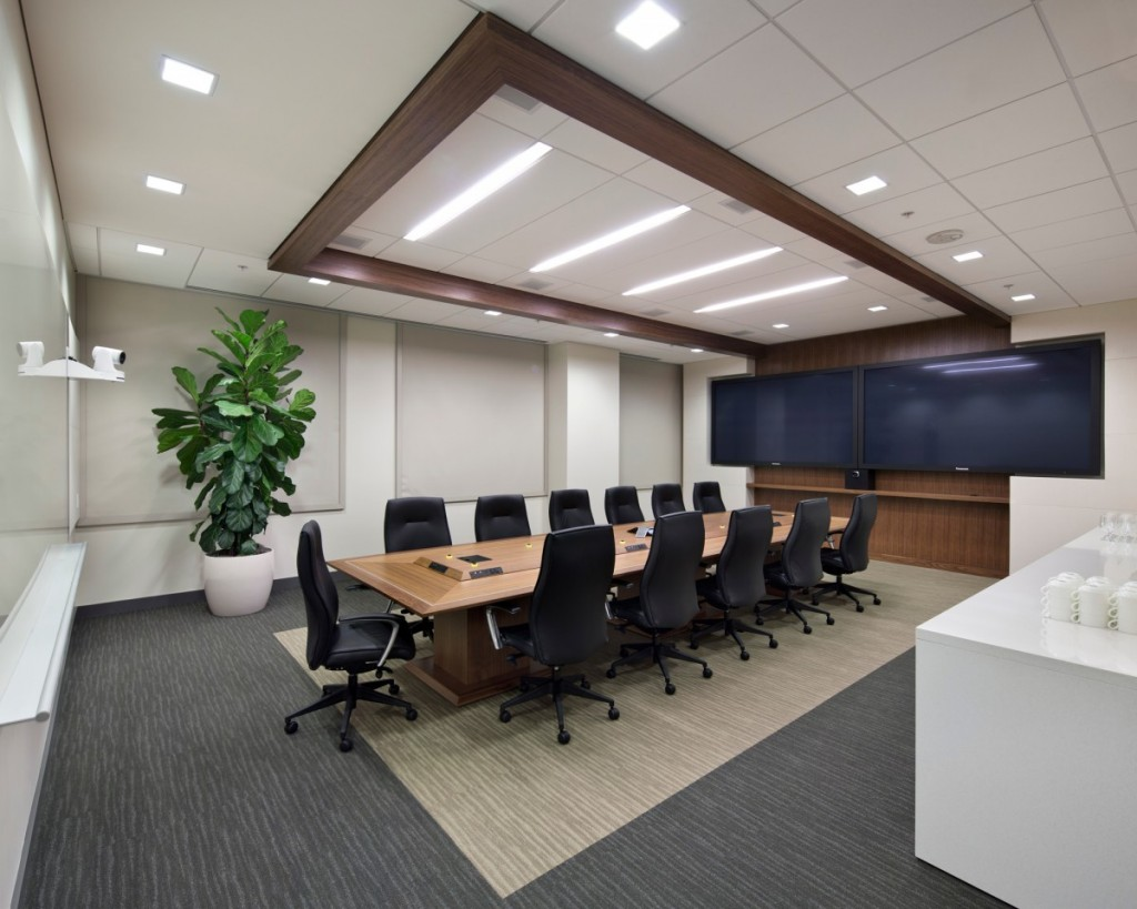 05-Juniper-High-End-conference-room